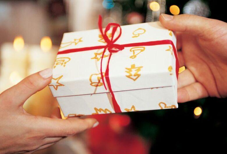 Trabalhadores que usarão 13º para presentes de Natal chegam a 23%