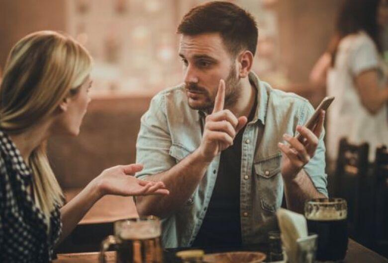 8 sinais de que você pode estar num relacionamento abusivo