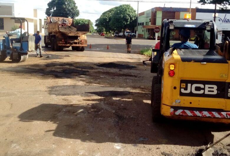 Prefeitura segue com tapa-buraco e equipes atuam em duas regiões