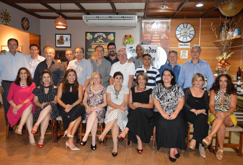 Após 30 anos, formandos de Direito da Unigran se reencontram para recordar