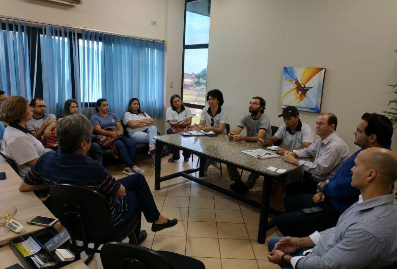 Agentes comunitários de endemias se reúnem com prefeitura por melhorias salariais