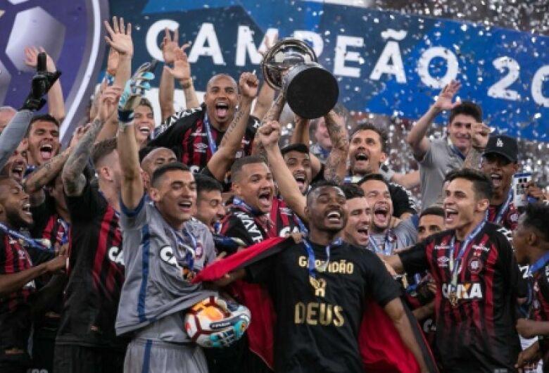 Atlético-PR vence Junior-COL nos pênaltis e é campeão com recorde de público