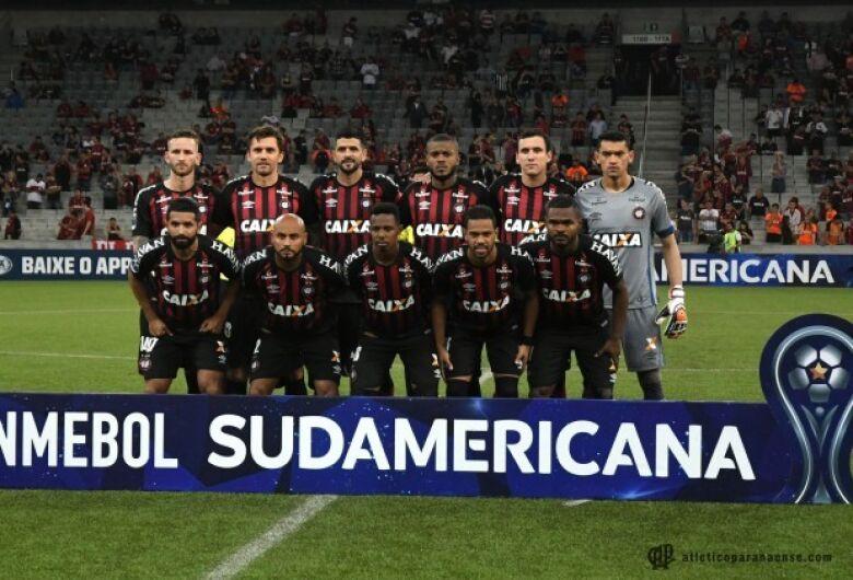 Atlético-PR joga por vitória em casa para ser campeão continental