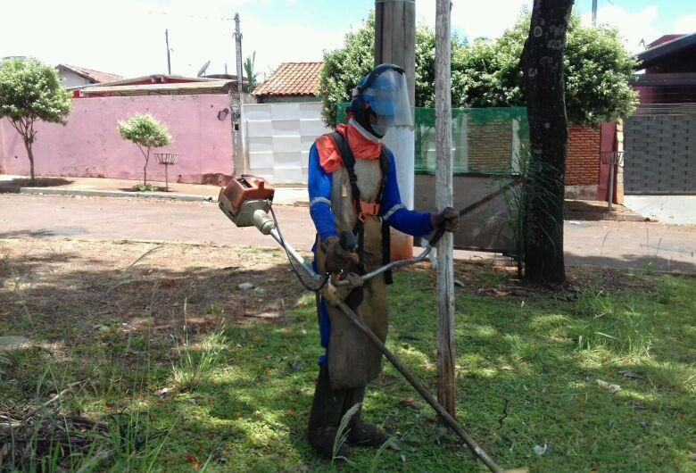 Depois de tapa-buraco, Campo Dourado recebe ações de limpeza da Semsur