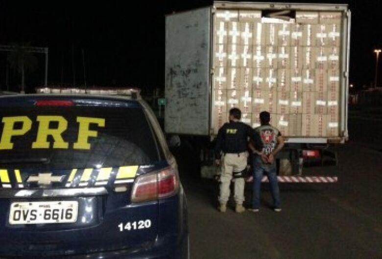 PRF apreende 250 mil maços de cigarros em caminhão adulterado