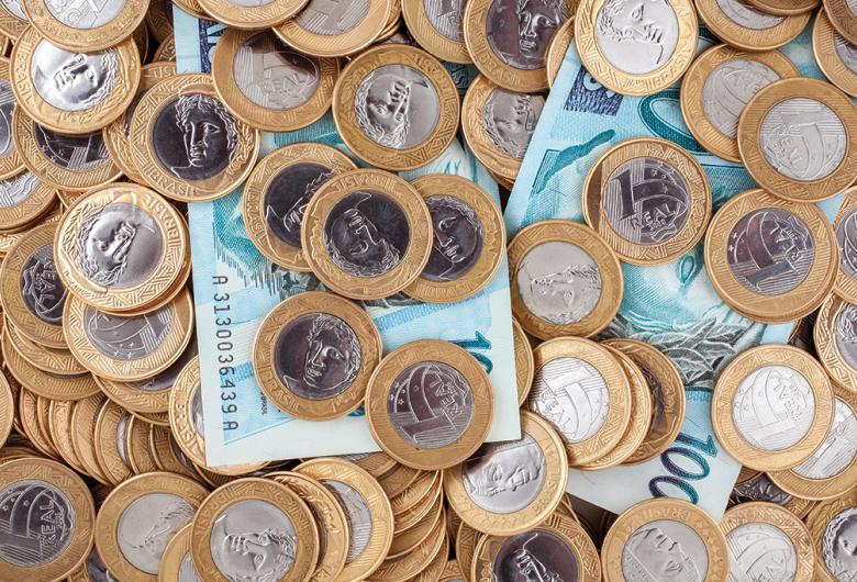 Prefeitura deposita 13º salário de quem ganha até R$ 3.454, líquidos