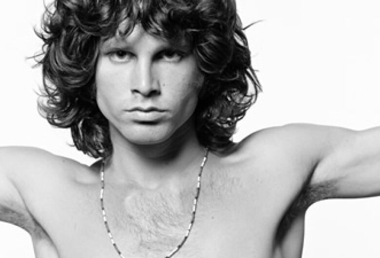 Fãs mantêm viva a lenda de Jim Morrison, que completaria 75 anos