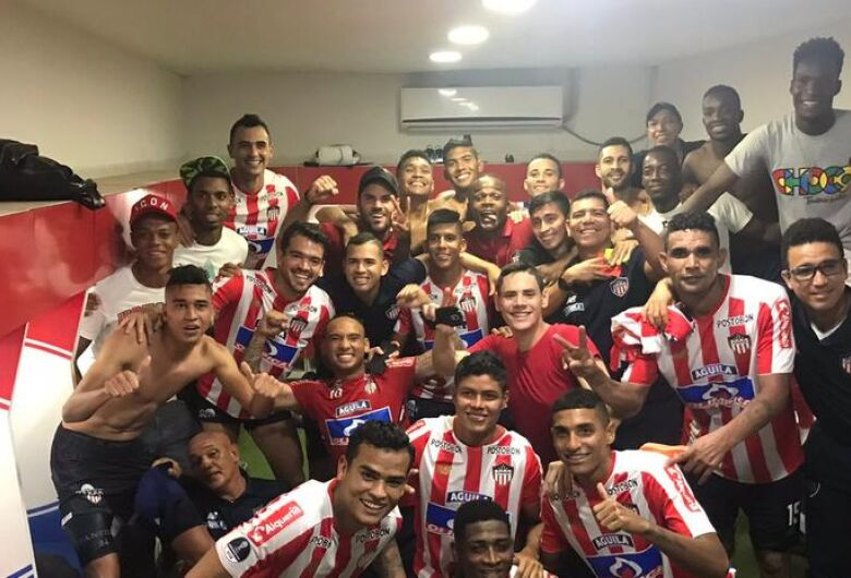 Junior Barranquilla desembarca no Brasil para novo duelo com o Atlético-PR