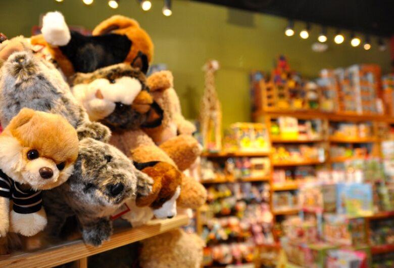 Agência Estadual de Metrologia fiscaliza brinquedos e produtos de Natal em Dourados