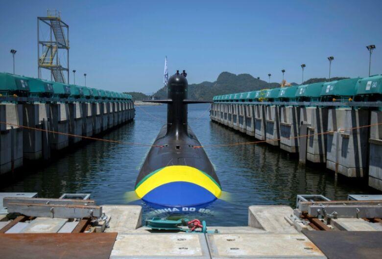 Primeiro submarino brasileiro com tecnologia francesa é lançado