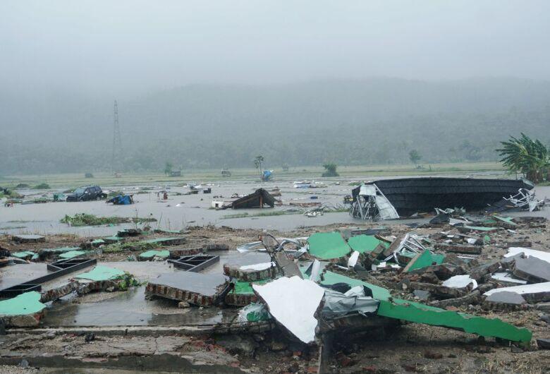 Indonésia eleva para 430 o número de mortos pelo tsunami