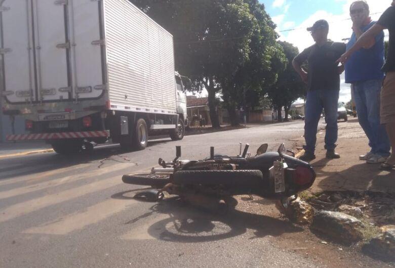 Mulher morre atropelada por caminhão em Dourados