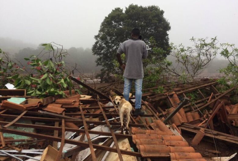 Vale aciona sirenes  neste domingo e retira moradores de Brumadinho