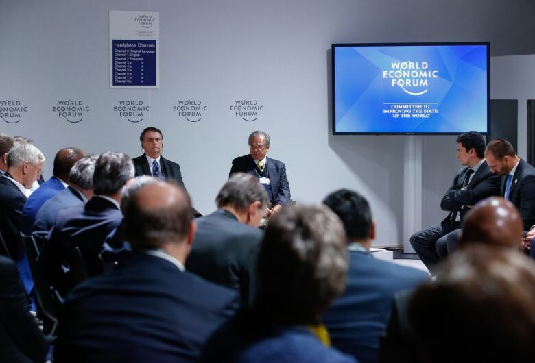 """Para empresários, Bolsonaro diz que sua equipe """"sabe o dever de casa"""""""