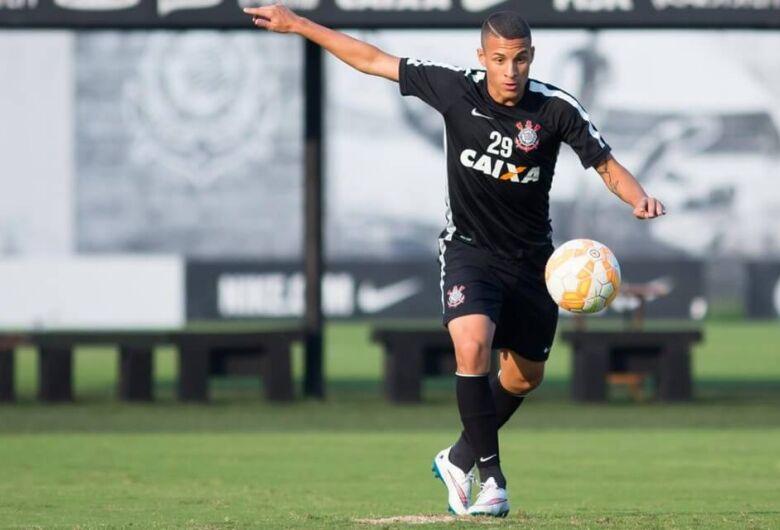 Corinthians espera Love; Arana e Romarinho ficam distantes