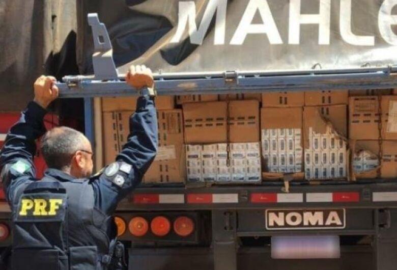 Polícia apreende carreta com 450 mil maços de cigarros
