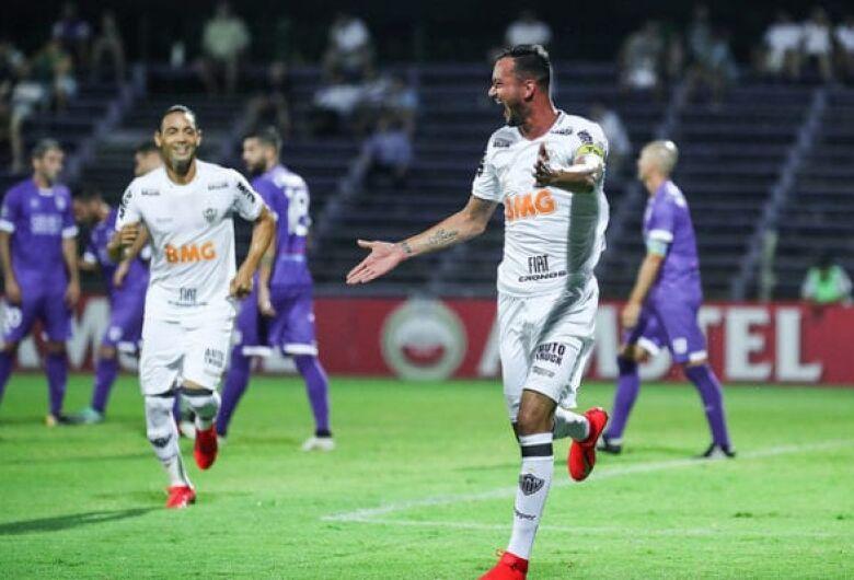 Atlético-MG vence no Uruguai e se aproxima da fase de grupos da Libertadores