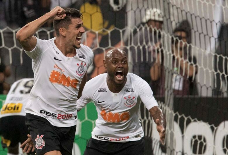 De virada, Corinthians bate o Avenida-rs e avança na Copa do Brasil