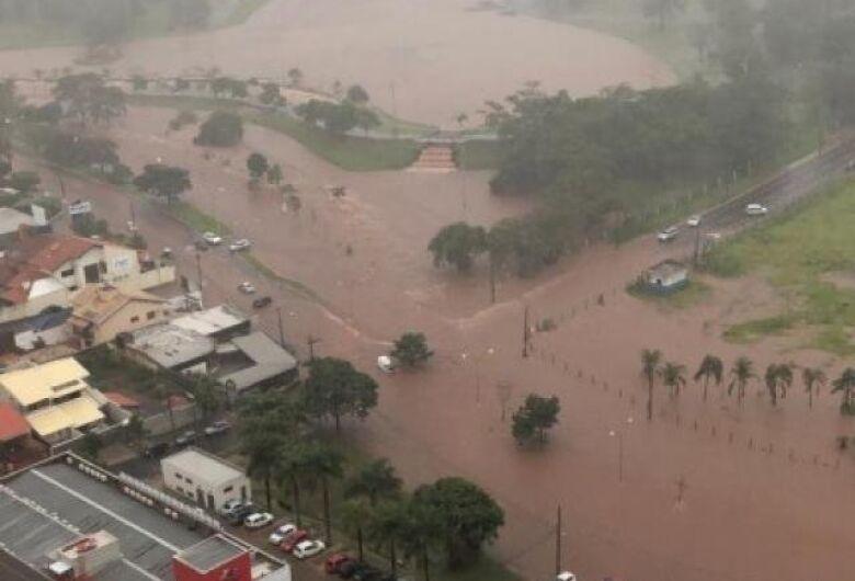 Chuva castiga Estado e deixa capital com ruas alagadas