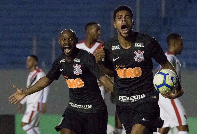 Corinthians passa pelo Ferroviário-CE no sufoco e saiu vaiado