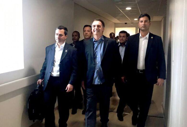 Presidente recebe alta e volta para Brasília