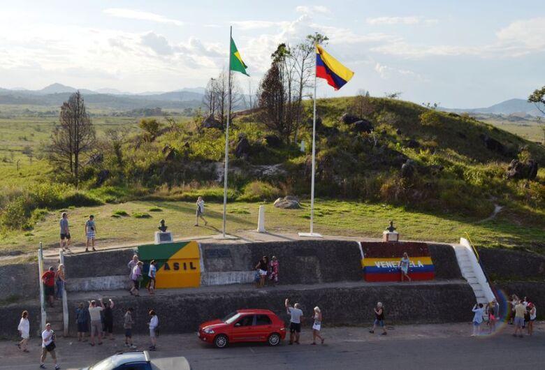 Presidente da Venezuela anuncia fechamento da fronteira com o Brasil