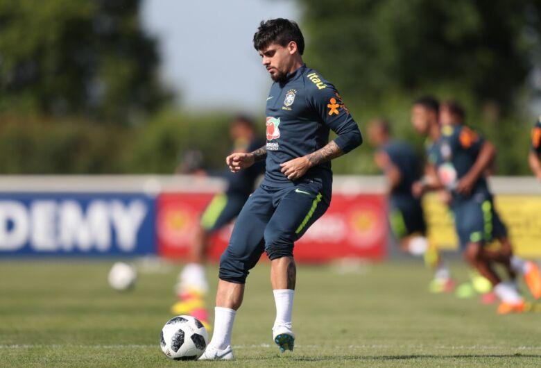 Dani Alves se machuca e Tite já chama novo lateral para a seleção brasileira