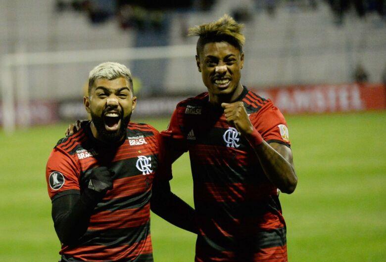 Flamengo supera altitude na estreia e vence San José