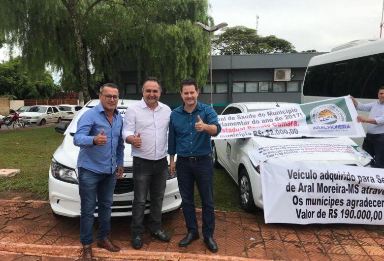 Renato Câmara entrega dois veículos zero km para atender a saúde em Aral Moreira