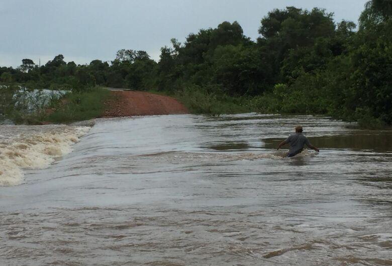 Defesa Civil envia equipes para prestar apoio a famílias atingidas pela cheia do rio Apa