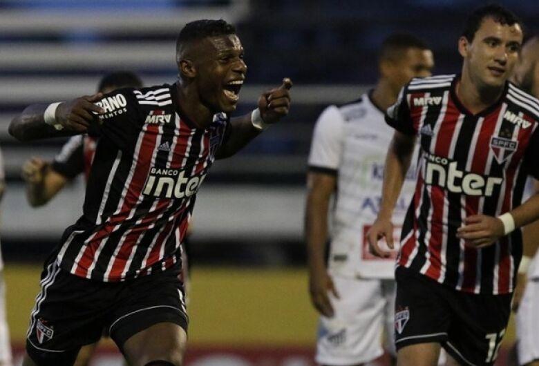 São Paulo vence o Bragantino e assume liderança do Grupo D