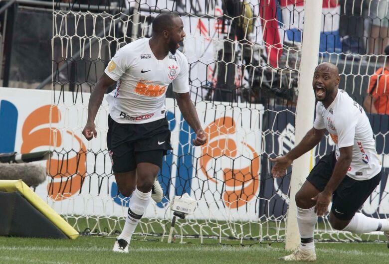 Corinthians vence Santos e leva vantagem para a segunda semifinal