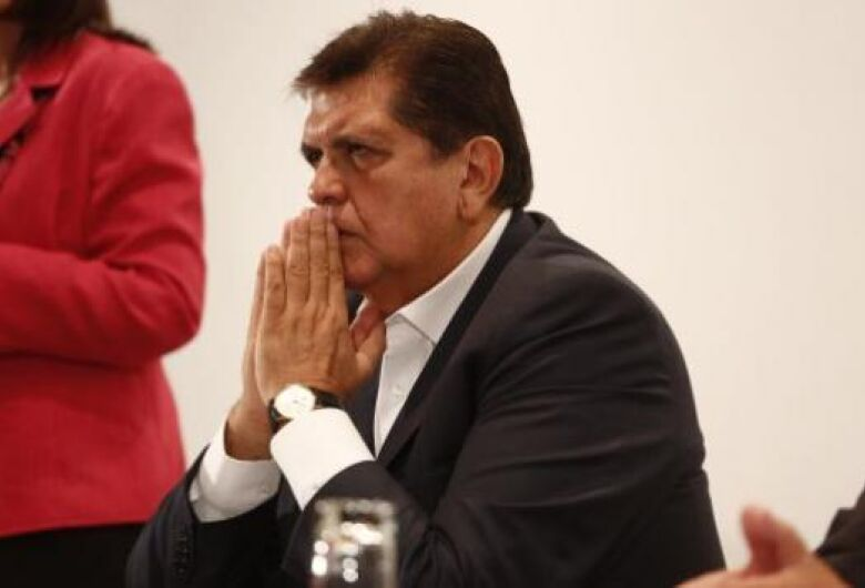Ex-presidente do Peru tenta se matar ao receber ordem de prisão