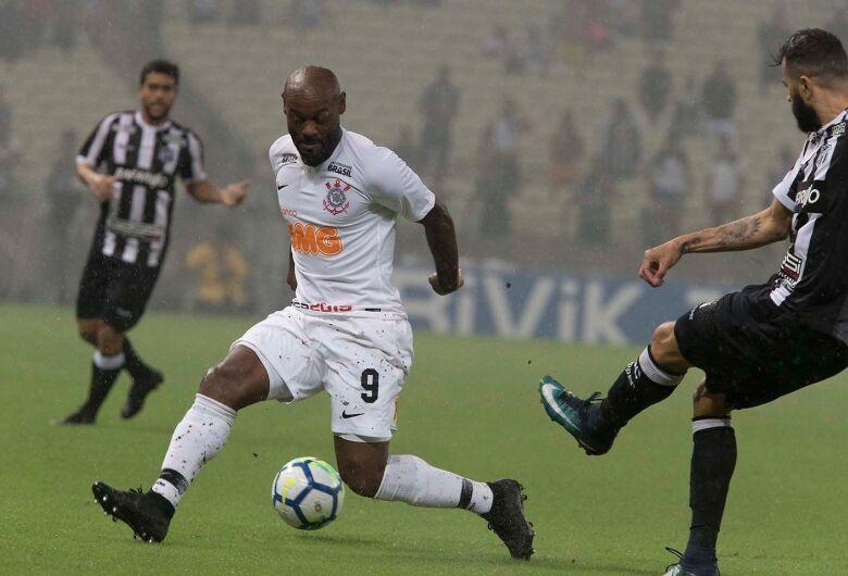 Com boa vantagem, Corinthians recebe o Ceará em busca da classificação