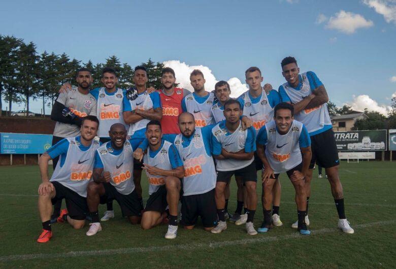 Fora de casa e com time alternativo, Corinthians encara a Chapecoense