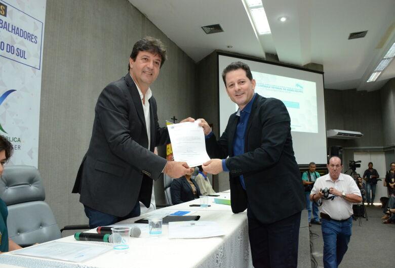 Renato Câmara apresenta a ministro  propostas para o enfrentamento à dengue