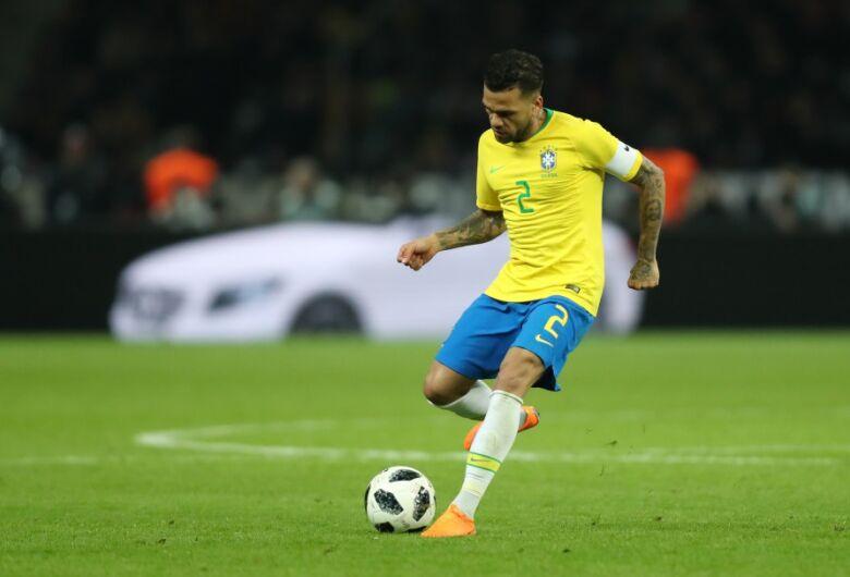 Dani Alves será o capitão da Seleção nos amistosos e Copa América