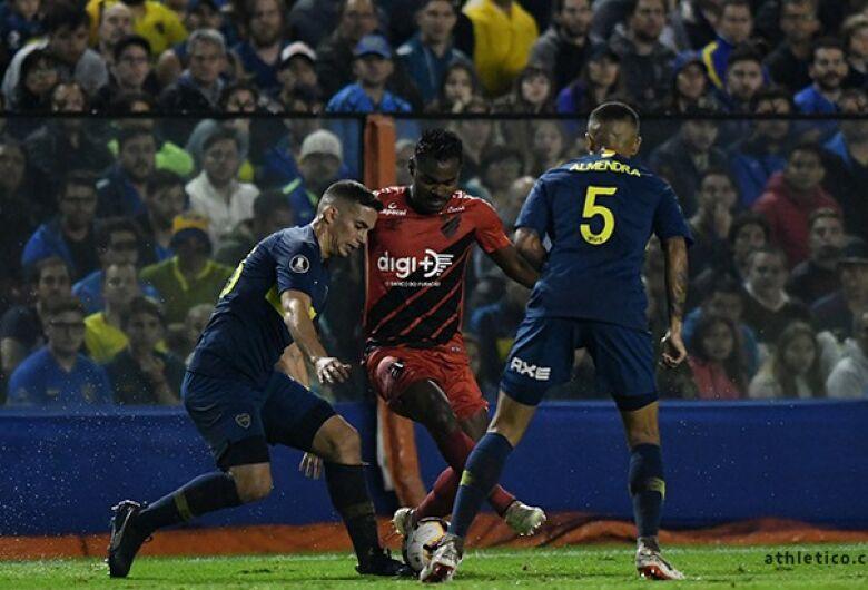 Athletico é superado pelo Boca e avança em segundo