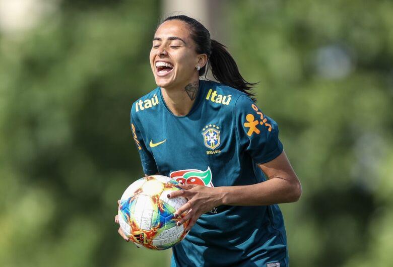 Andressa Alves se junta à Seleção e exalta temporada pelo Barcelona