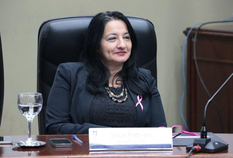 Vereadora afastada é cassada em sessão na Câmara