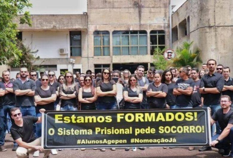 """Aprovados na Agepen organizam """"ato solidário"""" por desemprego pós curso de formação"""