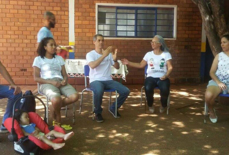 Semed oferece curso de Libras para familiares de alunos surdos