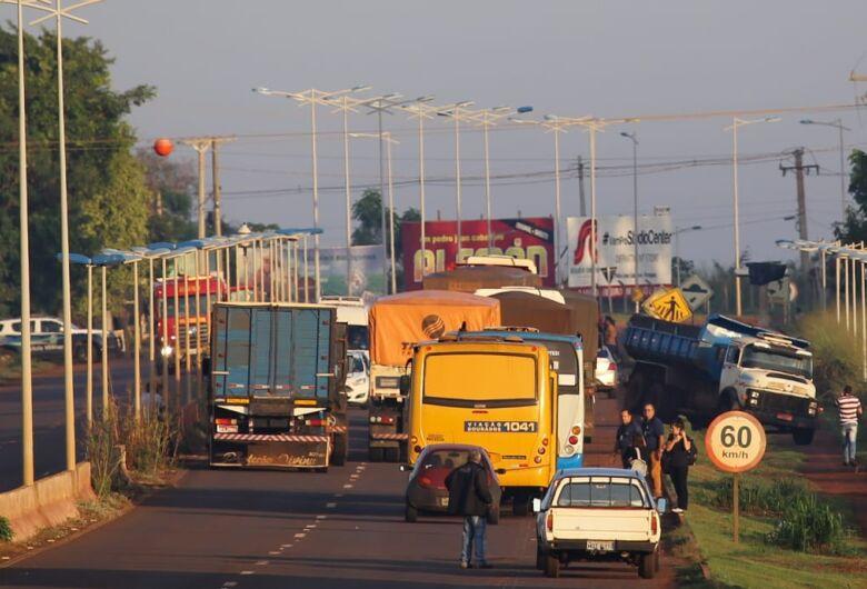 Grupo bloqueia Guaicurus em protesto contra Bolsonaro