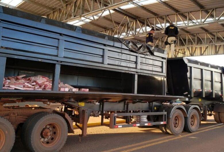 Vídeo mostra apreensão de 1,5 tonelada de maconha em fundo falso de carreta