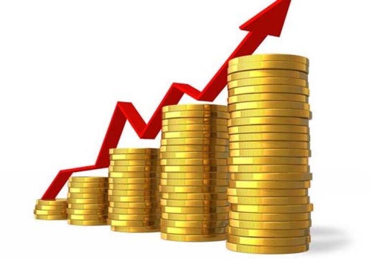 Dólar para turistas atinge alto valor; Euro passa dos R$ 5
