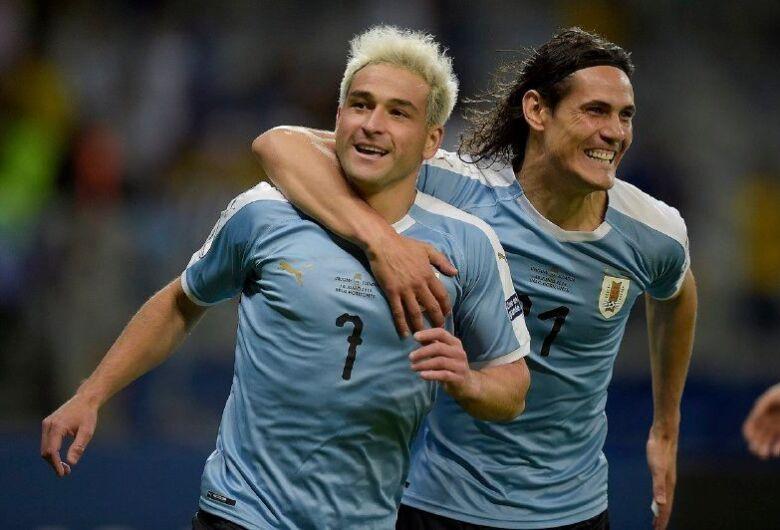 Uruguai estreia com vitória; Paraguai e Catar empatam
