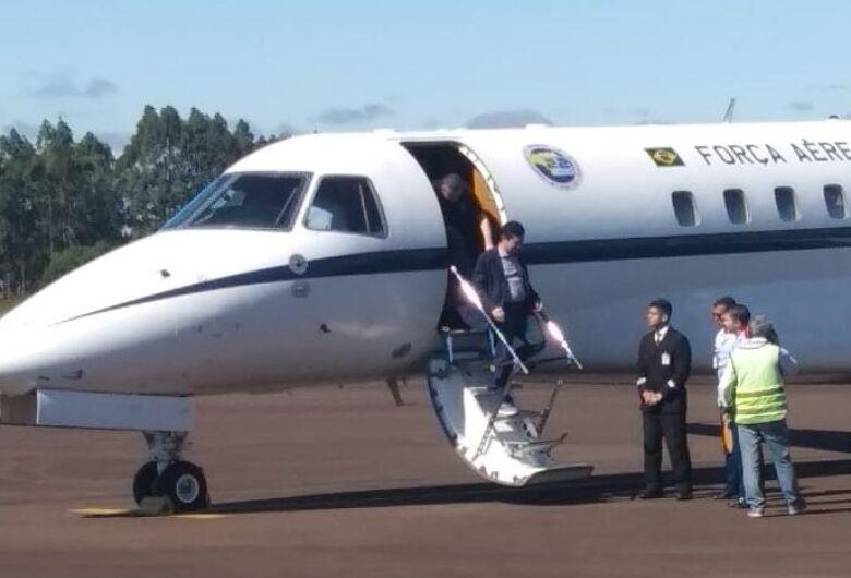 Avião com Mouro pousa em Dourados para reunião no Paraguai