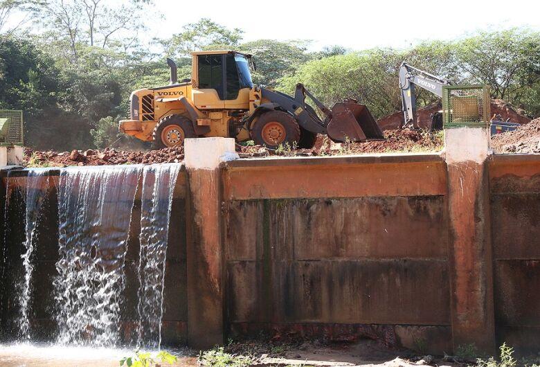 Governo e Prefeitura iniciam obras de desassoreamento dos lagos do Parque das Nações Indígenas
