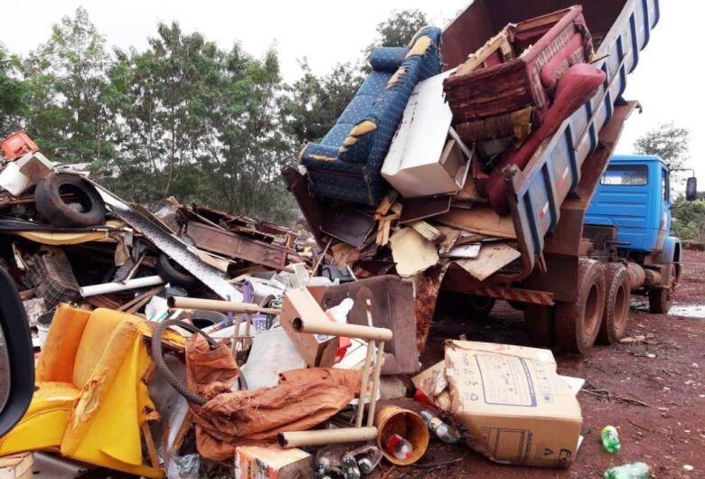 Mutirão no Canaã III retira toneladas de lixo