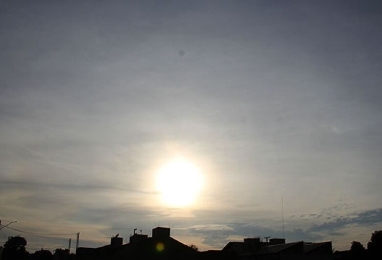 Sexta-feira terá tempo claro a parcialmente nublado com névoa seca
